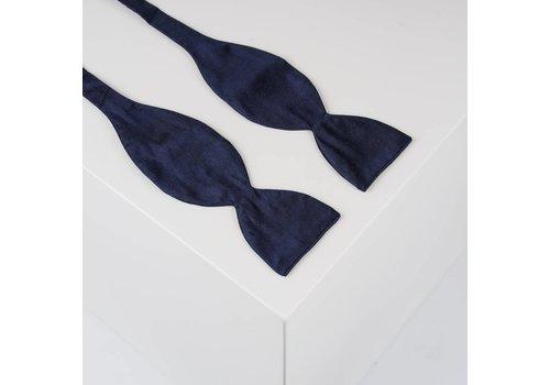 Gentleman's Agreement Selbstbinder aus Dupion Seide in Marine Blau