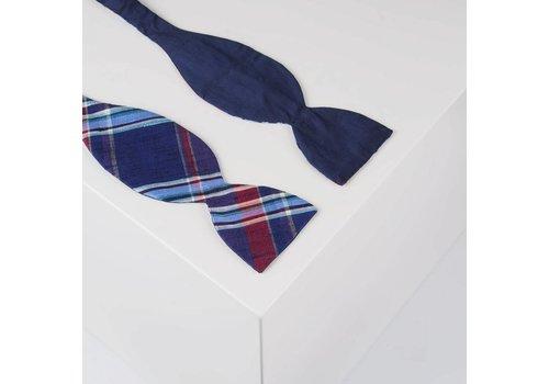 Gentleman's Agreement Selbstbinder aus Dupion Seide in Marine und Elementen von Silber, Rot und Himmelblau