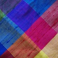 Selbstbinder aus Dupion Seide kariert in Schwarz und Regenbogenfarben