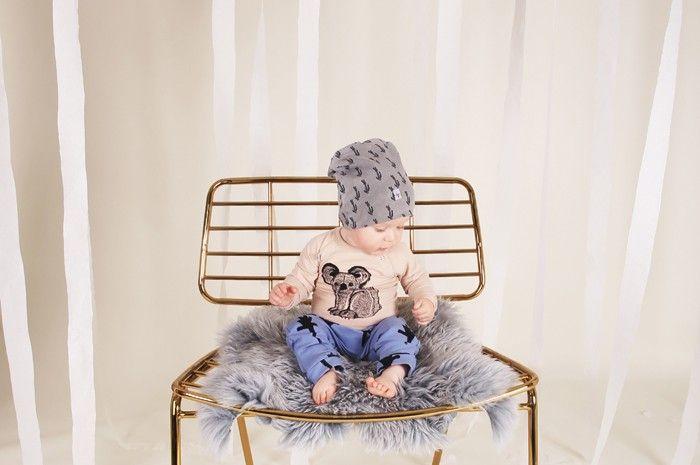 babypants Joe - hands on a stick