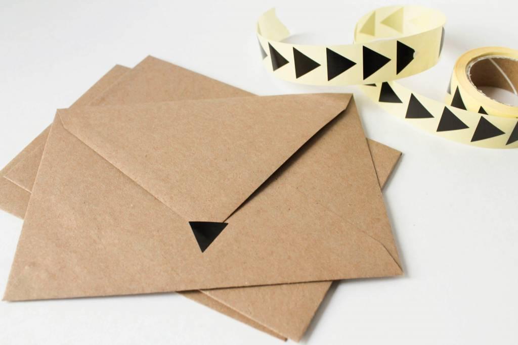 Sluitsticker driehoek zwart • per 10 stuks