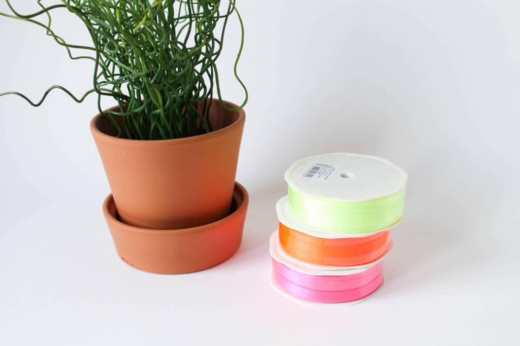 Neon lint