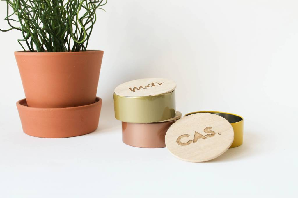Blikken potje houten deksel met gravure