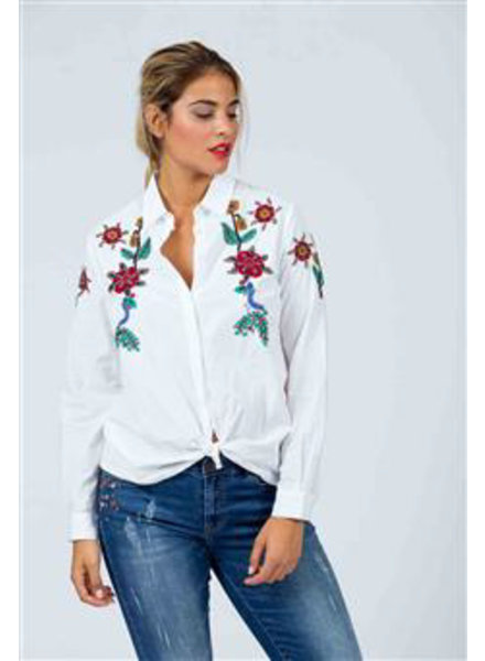 October blouse wit embroiderie