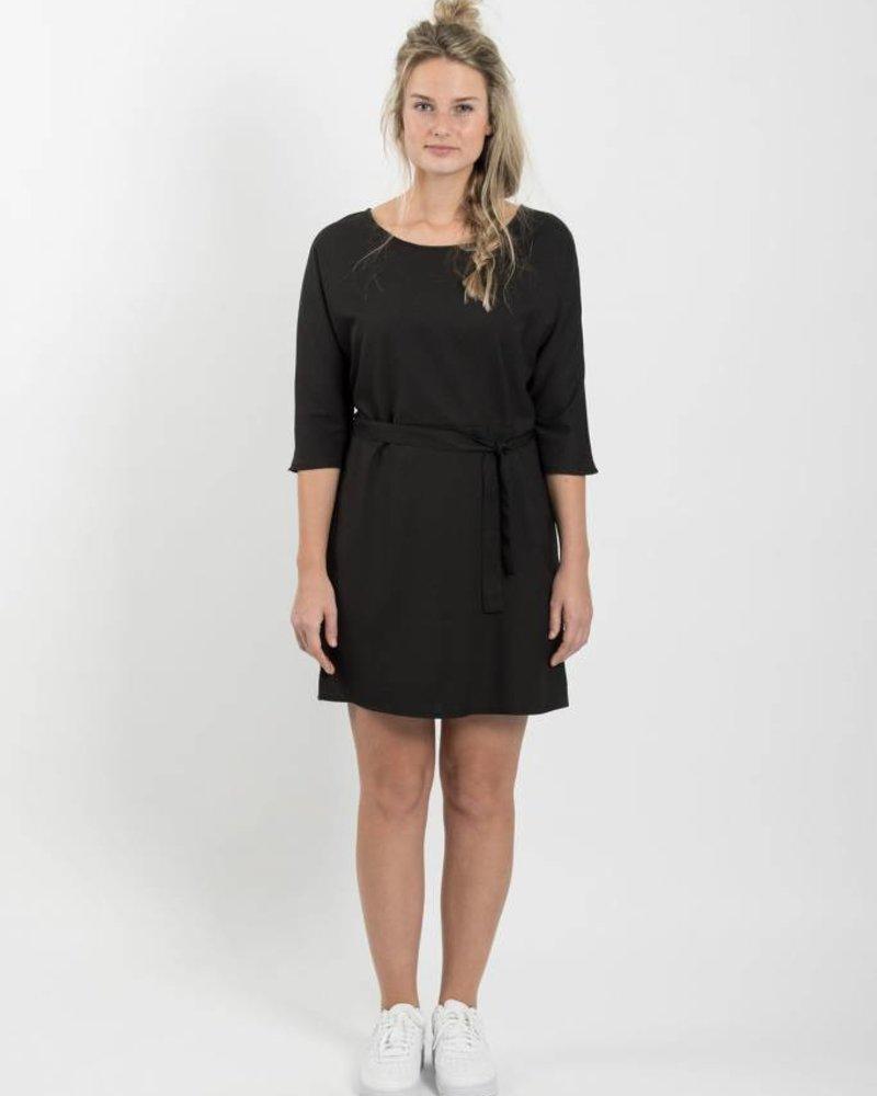 Zusss zwart sjiek jurkje met ceintuur