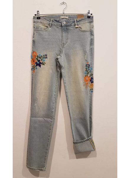 October Jeans met geborduurde bloemen