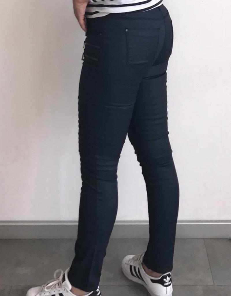 Blauwe coated jeans broek