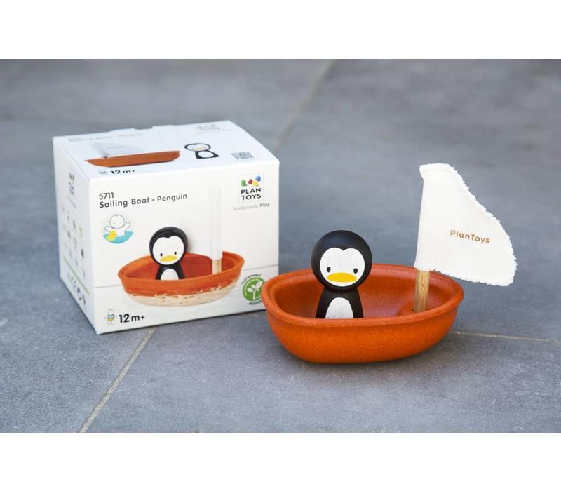 Plan Toys zeilboot met pinguïn