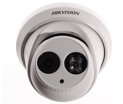 Hikvision Hikvision DS-2CE56D5T-IT3 2,8 full HD TVI buitencamera met 2,8 mm lens.