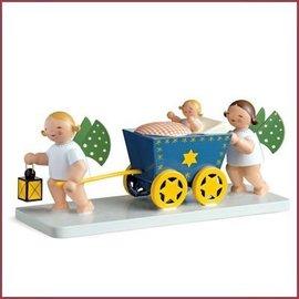 Wendt & Kühn Grunhainichense Engeltjes met engelenwagen en kind