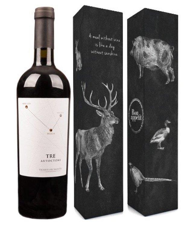 """Vigneti del Salento (Farnese Vini) Fles tre autoctoni + verpakking """"A meal without wine is..."""""""