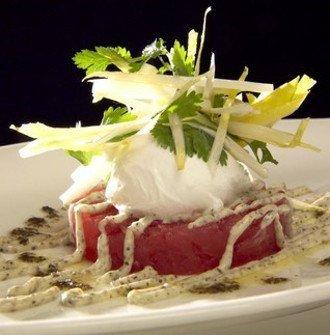 Tartaar van tonijn met een gepocheerd eitje – Mabis Oropasso