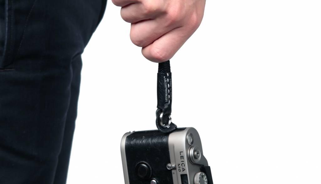 Artisan & Artist ACAM 311N silk camera strap - black