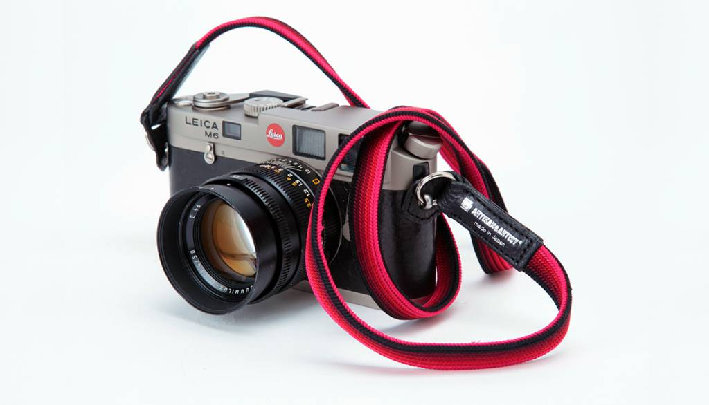 Artisan & Artist ACAM 312N silk camera strap - black/red