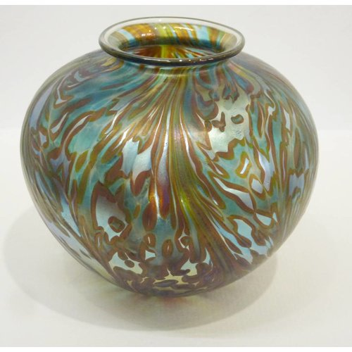 Isle of Wight Glass Featherspray Green Amphora med.