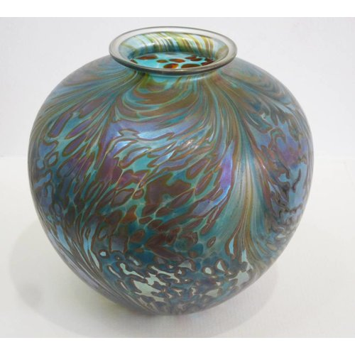 Isle of Wight Glass Copy of Featherspray Green Amphora med.
