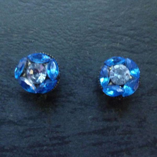 Vintage Tiny blue Stud earrings crystal