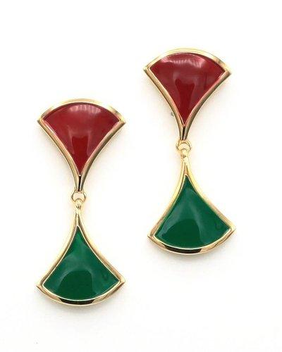 Oorbellen met rode en groene driehoeken