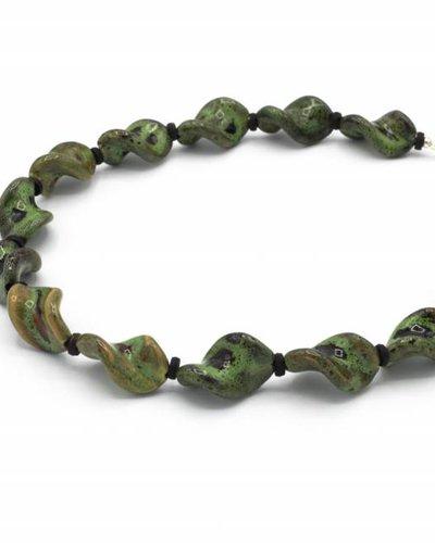 Groene halsketting van keramiek