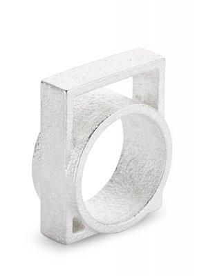 Ola Ring met groot vierkant zilver
