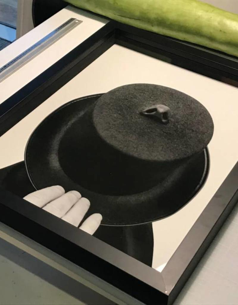 Edition Peter de Cupere 30x40 cm, The Man With His Nose on His Hat Smelling Air Pollution, 2015 - 2017