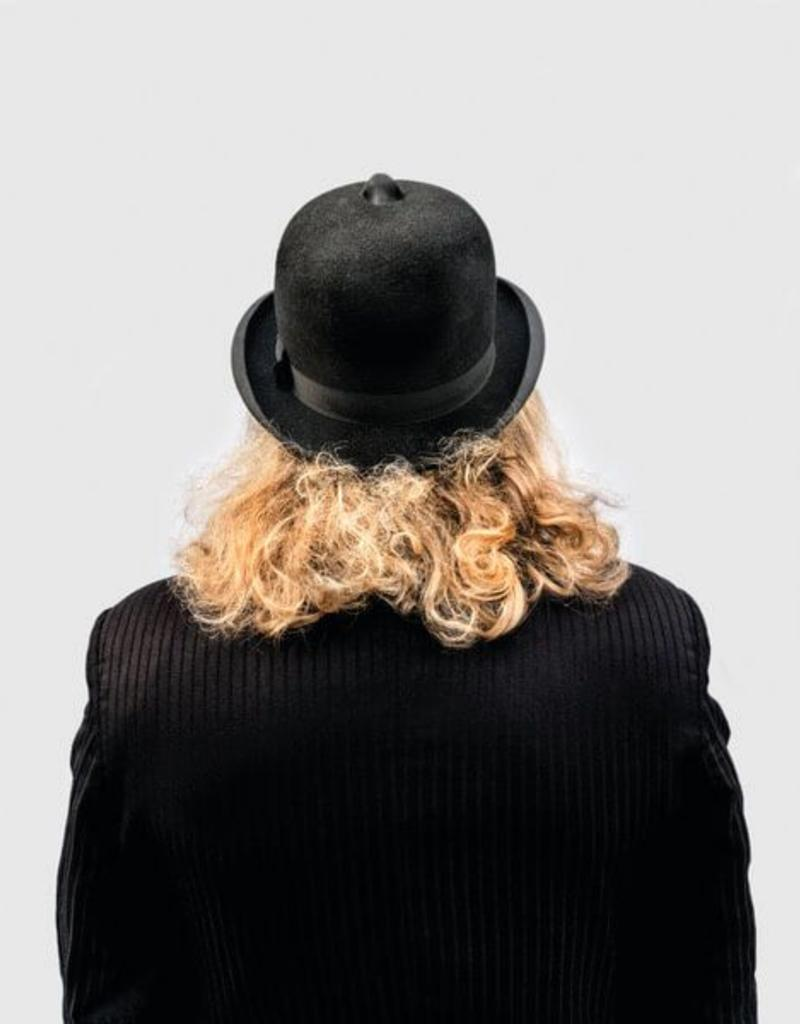 Editie Peter de Cupere 40x50 cm - gekleurde versie, The Man With His Nose on His Hat Smelling Air Pollution, 2017