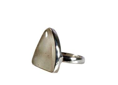Libisch goud tektiet of woestijnglas ringen