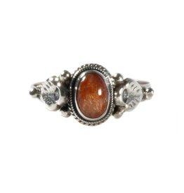 Zilveren ring zonnesteen maat 16 1/2 | ovaal blaadjes
