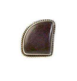 Zilveren ring sugiliet maat 19   driehoek afgerond 20 x 15 cm