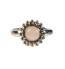 Zilveren ring rozenkwarts maat 17 1/4 | rond bolletjes