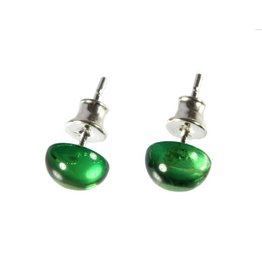 Zilveren oorstekers barnsteen (natuurlijk groen) rond 8 mm