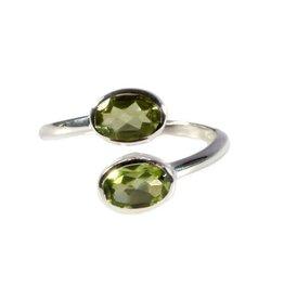 Zilveren ring peridoot maat 18 3/4   2 ovalen
