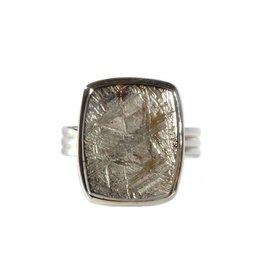 Zilveren ring meteoriet maat 17 1/4 | rechthoek 1,7 x 1,4 cm