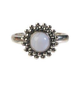 Zilveren ring chalcedoon maat 17 1/4 | rond bolletjes