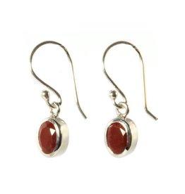 Zilveren oorbellen jaspis (rood) ovaal facet 7 x 5 mm