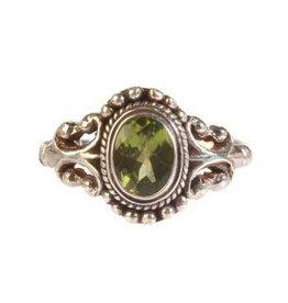 Zilveren ring peridoot maat 19 1/2   ovaal facet bolletjes