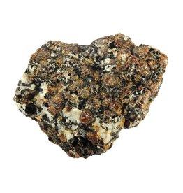 Saffier met granaat in gneiss 6 x 6 x 3,5 cm / 221 gram