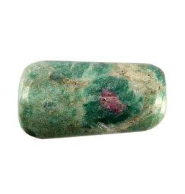 Robijn in fuchsiet steen getrommeld 5 - 10 gram