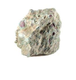 Robijn in fuchsiet ruw 8,5 x 7 x 7,5 cm / 670 gram