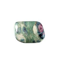 Robijn in fuchsiet steen getrommeld 15 - 20 gram