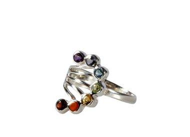 Ringen met verschillende stenen