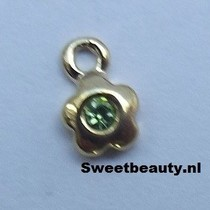 Bloemvormige piercing met groene strass