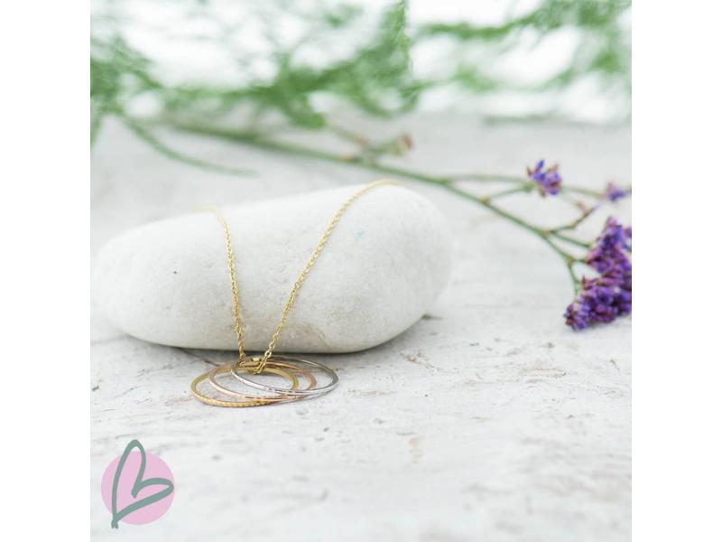 ZAG Bijoux ketting goud met goud, zilver en roségouden ringen