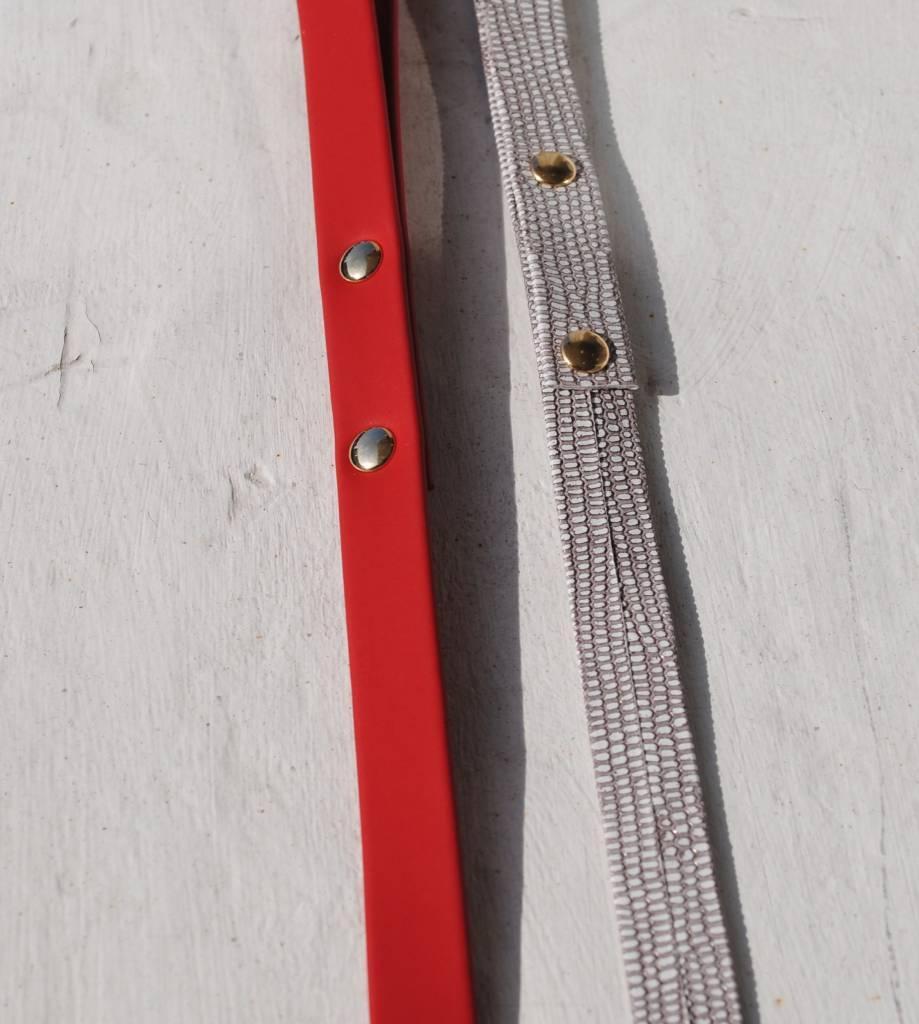 Lella Su lijn rood (+goud) ((halsband rood met noppen)