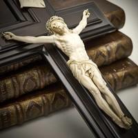 Ivoren Corpus Christi aan het kruis