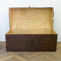Spaanse houten met leer beklede kist
