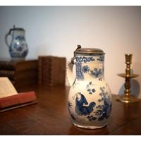 Delfts blauwe kruik met tinnen deksel