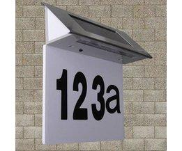Solenergi upplysta husnummer