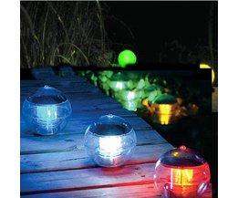 Flytande trädgårdsljus på solenergi