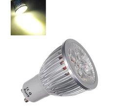 LED-lampa med varmt vitt ljus